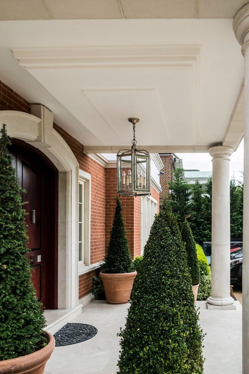 Porch ceiling refurbishment with plaster coving_Nesting Properties_Hackney Handymen