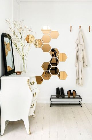 honeycomb-mirrors-are-practical-and-looks-beautiful-in-this-scandinavian-like-hallway