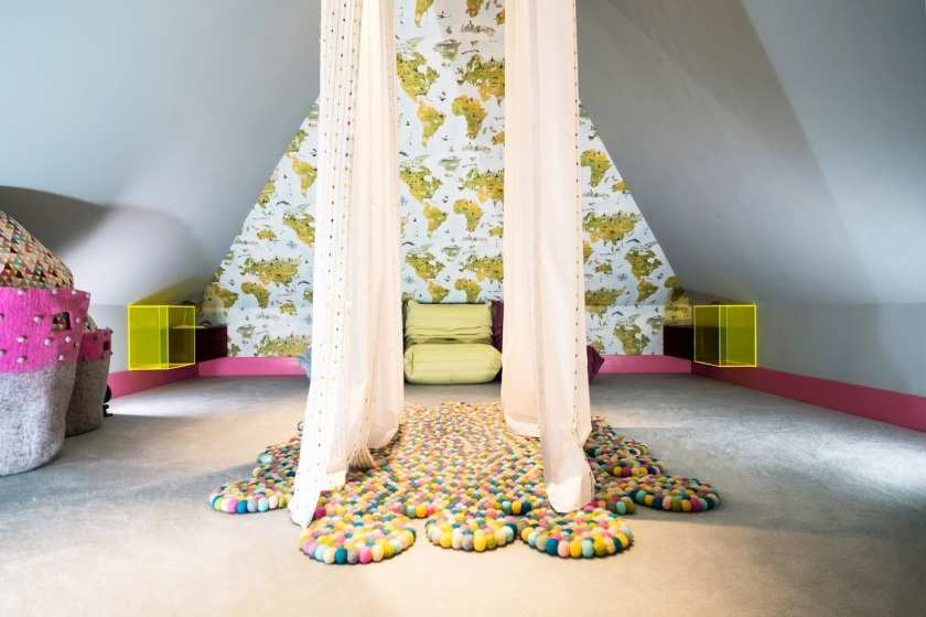 hampstead playhouse interior designer_wendy house interior design_pompom rug_feltball rug__pom pom basket blue and green room_mini togo settee_kids room design_MK Kids Interiors_kids pla